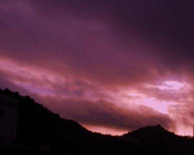 Cuando las nubes no me dejan ver el sol...siempre estás para iluminarlo todo.
