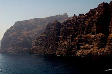Mujer gigante esperando la vuelta de los marineros (Tenerife)