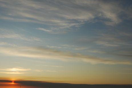 Cielo y tierra se reúnen para contemplar tu belleza.