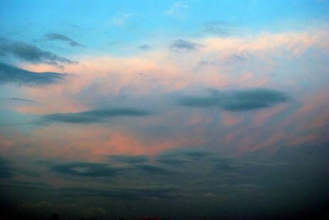 Como una estrella que vaga entre las nubes, fugaz estela deja al pasar.