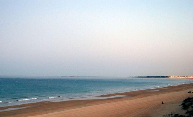 Cuando vallas a la playa no te sientes en la arena porque te puedes convertir en una bella sirena.