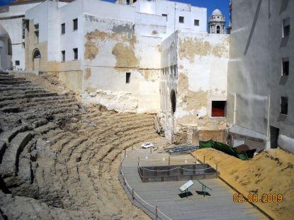 teatro romano de Cádiz donde todo sus restos siguen abajo del Populo y Catedral.
