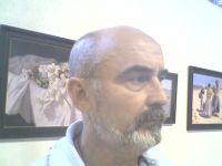 El pintor sanluqueño AHUMADA en una de sus exposiciones