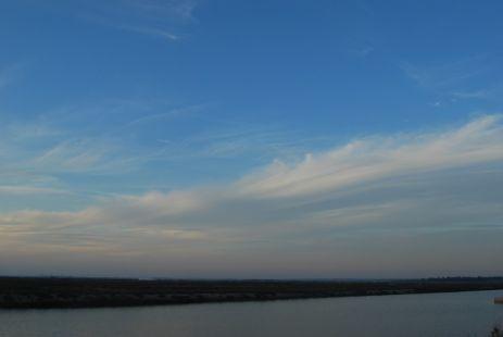 detrás de las nubes siempre hay un cielo