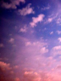 las nubes constituyen la parte m�s po�tica de la tierra.