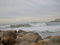 las olas tras el espigon de santa maria