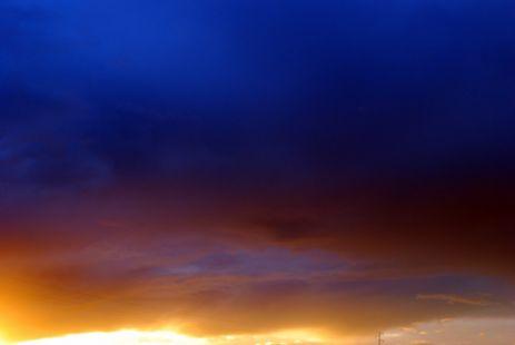 El cielo todavía tenía ese precioso tinte azulado del crepúsculo.