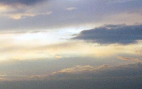 Entre nubes de algodón. Junto con la luz de la mañana