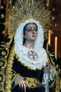 Virgen generosa, con la perpetua Trinidad