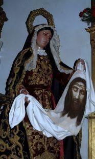 Santa Verónica es recordada por su gesto compasivo hacia Jesús en Su camino al Calvario.