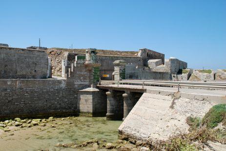 Tarifa: Puente fijo a la enrada de la Isla de las Palomas