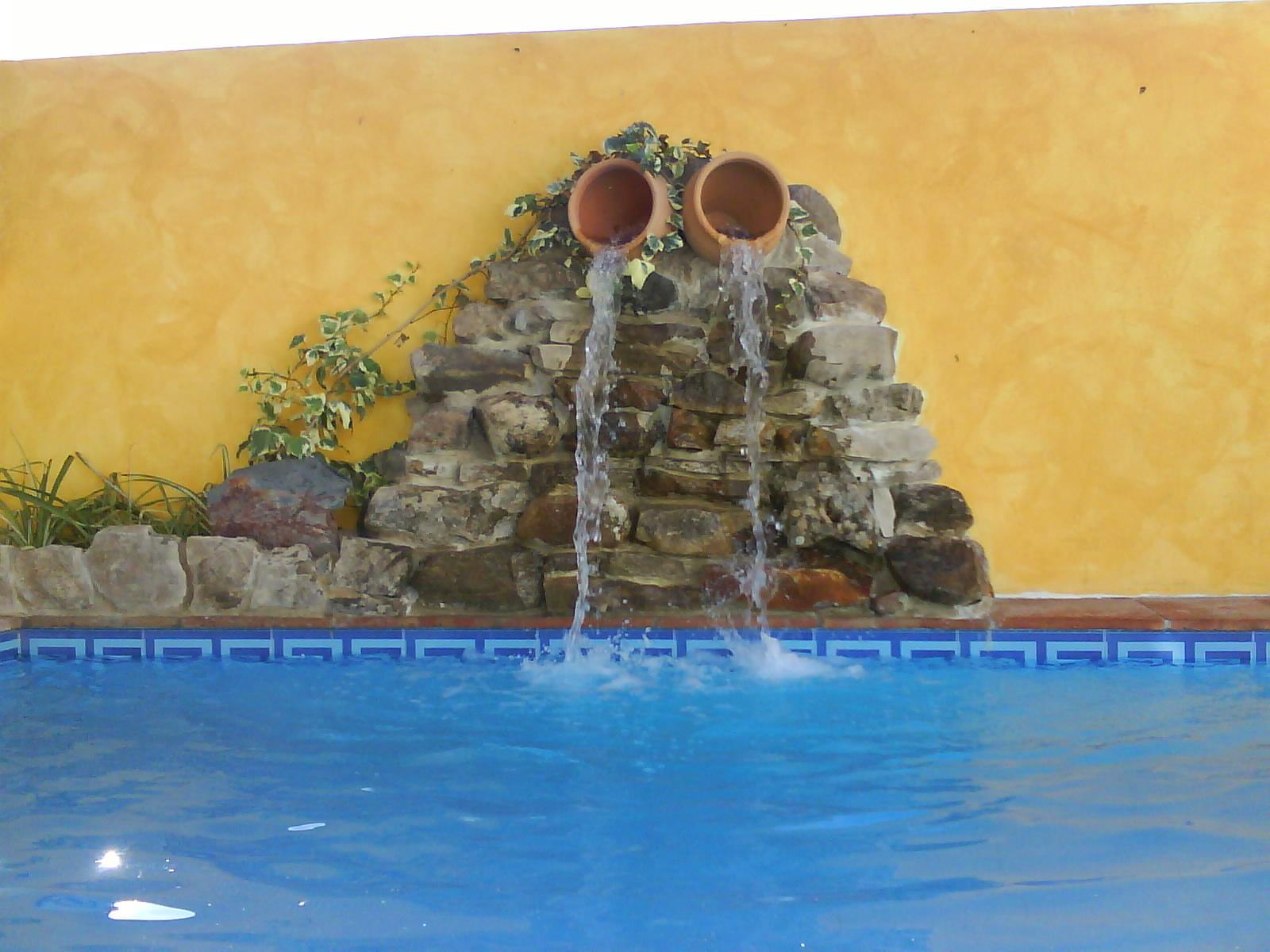 Cascada artificial piscina fotos de fotos art sticas - Cascadas de piedra artificial para piscinas ...