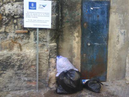 prohibido depositar basuras en plaza ponce de leon