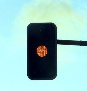 Saltarse un semáforo en ámbar está tipificado como hacerlo en rojo.