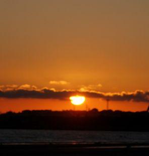 Gracias porque veo, porque veo el alba  y las cosas bellas que Tú me regalas.