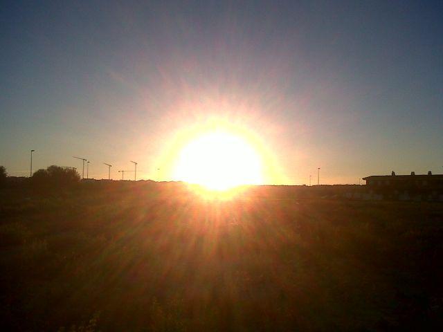 Nos brinda un atardecer más, con un día magnifico.