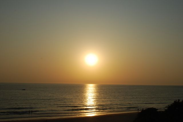 A punto de besar el  mar, en su atardecer.