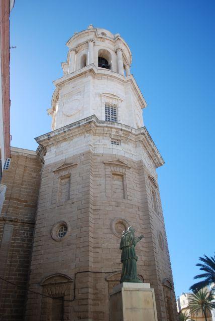Lateral de la catedral de  Cádiz.