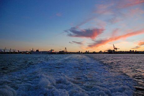 Ataredecer en el Puerto de Cádiz