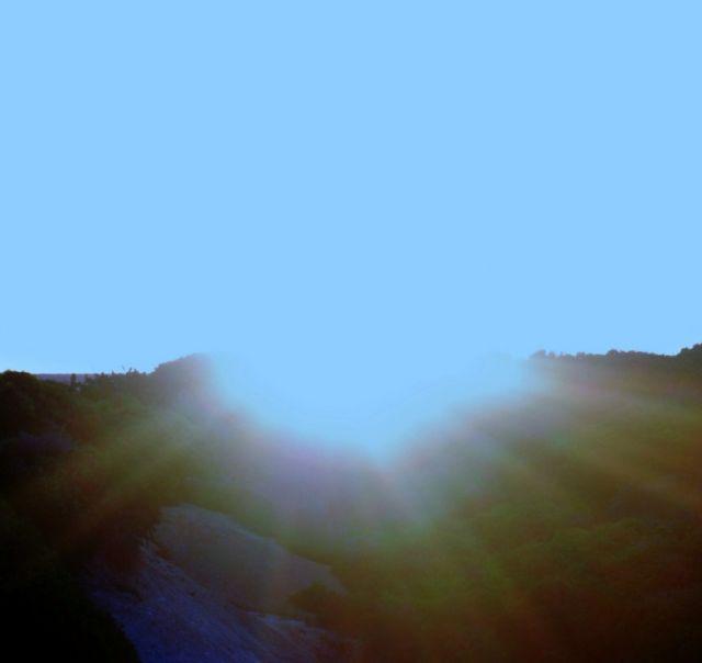 Viendo como día tras día sales para darnos tu luz y calor para todo el día.